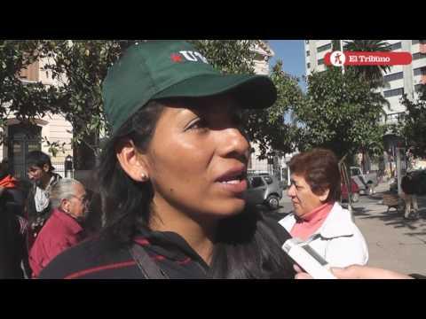 """Productores locales protestaron con un """"Tomatazo"""""""