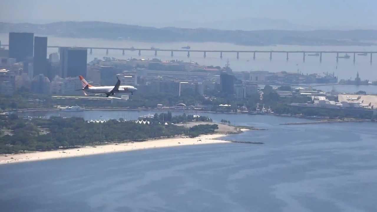 Aeroporto Santos Dumont : Avião da gol pousando no aeroporto santos dumont vista