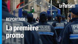Police municipale à Paris : les 154 premiers diplômés présentés en rangs devant l'hôtel de ville