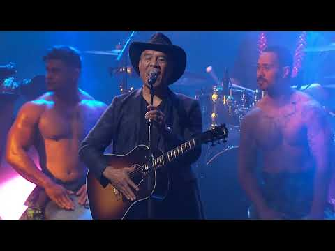 Opetaia Foa'i 'We Know The Way' live at the VNZMAs 2017