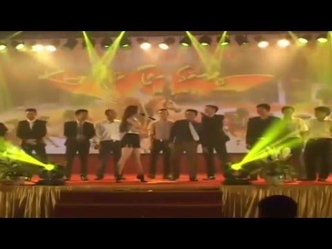 Xem Minh Hằng không mặc nội y nhảy với khán giả trên sân khấu