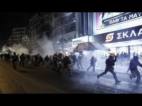 Χωρίς λόγο: Έτσι χτύπησαν τα ΜΑΤ του ΣΥΡΙΖΑ την πορεία της 17 Νοέμβρη 2017