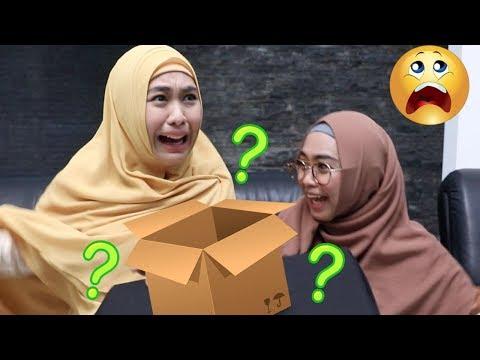WHAT'S IN THE BOX w/ Oki Setiana Dewi