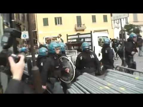 Italian police attack migrant protest in Brescia - Radio Onda