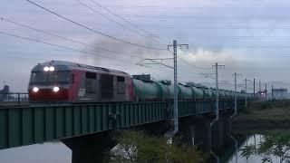 庄内川橋梁を渡るDF200貨物列車