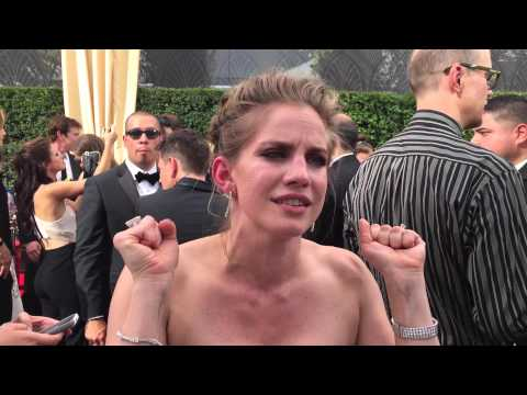 Anna Chlumsky on Emmys red carpet shortly before 'Veep' wins Best Comedy Series