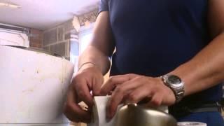 Пчеловодство в Англии. Изготовление свечей.(Это видео создано с помощью видеоредактора YouTube (http://www.youtube.com/editor), 2015-07-19T09:58:59.000Z)