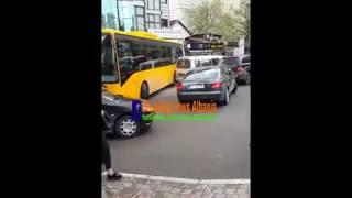 Nje nga autobusat i ri te Shpend Ahmetit aksidentohet midis Prishtine!
