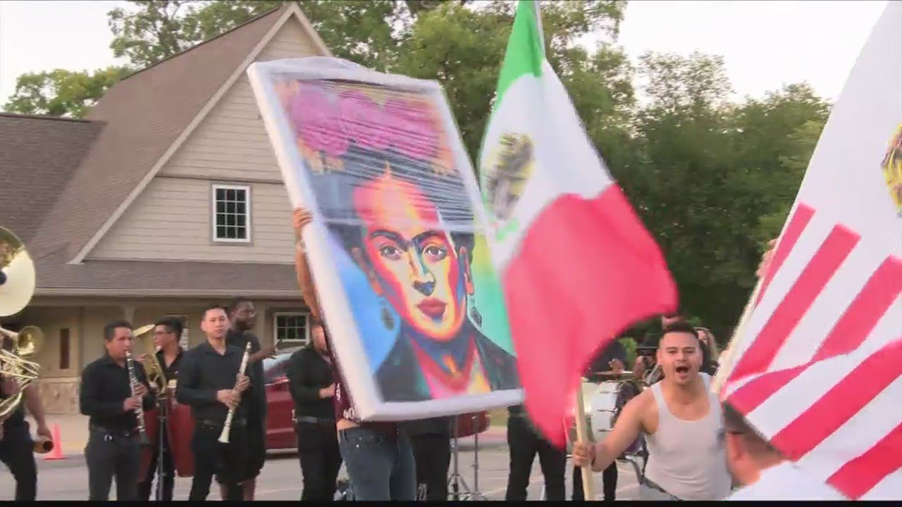 Hundreds of Peorians come out to celebrate Mexican Independence ...