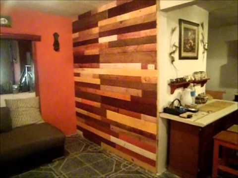 Pared decorada con madera youtube for Paredes de jardin decoradas