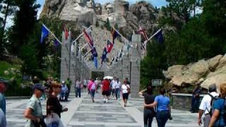岩壁に彫られた4人のアメリカ大統領 まだ製作途中という、そのスケール...