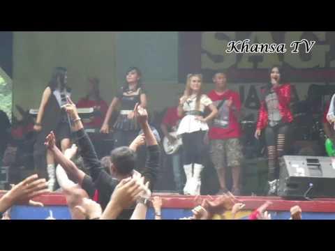 Eny sagita  Yeyen vivia Atika novi Shinta arsinta - Di sayidan live konser Banjarnegara