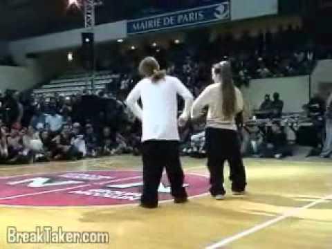 Break-dance battle (french electric boogie duel)