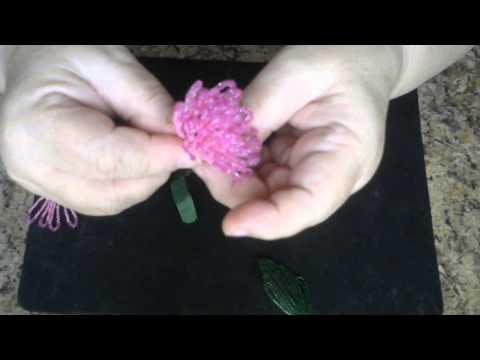 Хризантема из бисера.