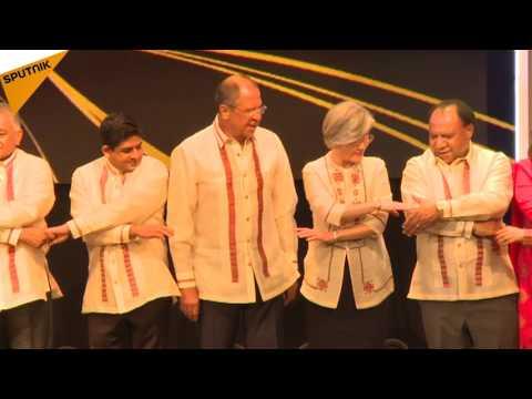Sergueï Lavrov en chemise philippine au dîner de gala à Manille