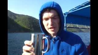 Парень не отравился на глазах выпив воды из Байкала!