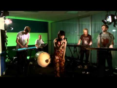 Little Dragon: Shuffle a Dream - Live Session
