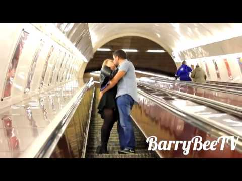 в метро познакомилась девушка
