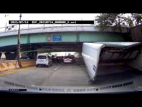 대구 신천동로 트럭 높이제한 사고영상 / 블랙박스TV