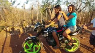 Monica y Nallely se animan a tomar unas Clases para conducir una motocicleta.Parte 1/3