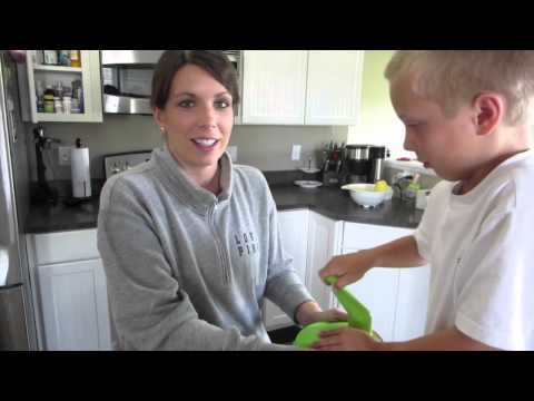 HOW TO FREEZE ZUCCHINI FOR MAKING BREAD