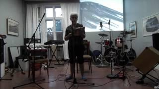 Людмила Егорова, поэт - читает свои стихи на литературно-музыкальном перфомансе КРОВЬ ЭЛЕКТРИЧЕСКАЯ