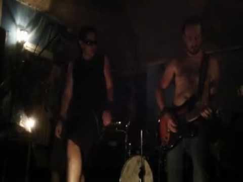 D-Drop in chains - Bleed the freak - Live @ Manhattan Pub