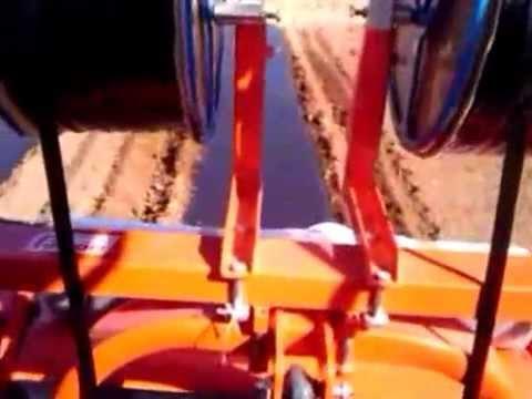 Stendi telo e tubi irrigazione per pomodori youtube for Irrigazione a goccia per pomodori
