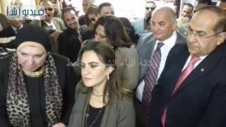 بالفيديو: وزيرة التعاون الدولى تتفقد معرض المشروعات الصغيرة للنسيج اليدوى والتلى بسوهاج