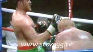 Boxer Tyson Fury Nearly Knocks Himself Out (ko) With A Right Uppercut!  Fail The Hard Way!