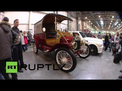 Russia: Antique cars find new life at Moscow motor show