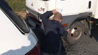 На острове Русский грузовик догнал минивэн