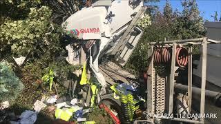 01.10.2018 Lastbil væltet om på siden   Stenløse