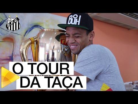 Taça do Paulistão 2016 faz tour pelo Santos FC
