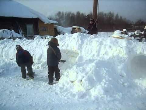 Детские игры, зимой на улице...