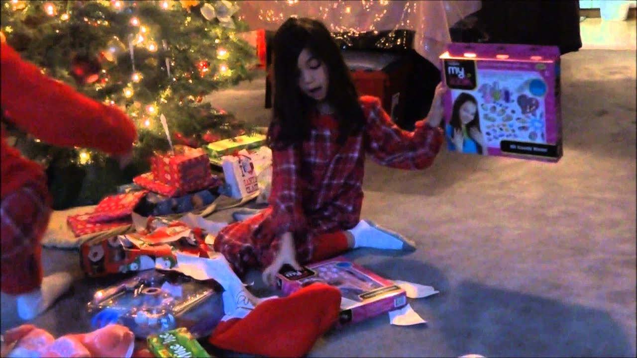 OPENING CHRISTMAS PRESENTS vlog #45 - YouTube