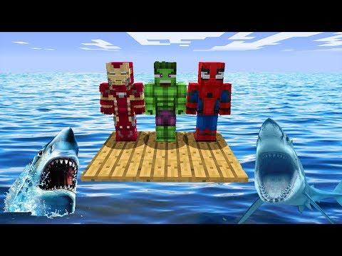 ПЛОТ СУПЕРГЕРОЕВ ПРОТИВ АКУЛ В МАЙНКРАФТ! Железный Человек, Халк, Паук в Minecraft Мультик