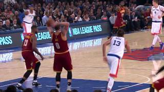 Love Finds LeBron with Full Court Outlet for Slam | 12.07.16