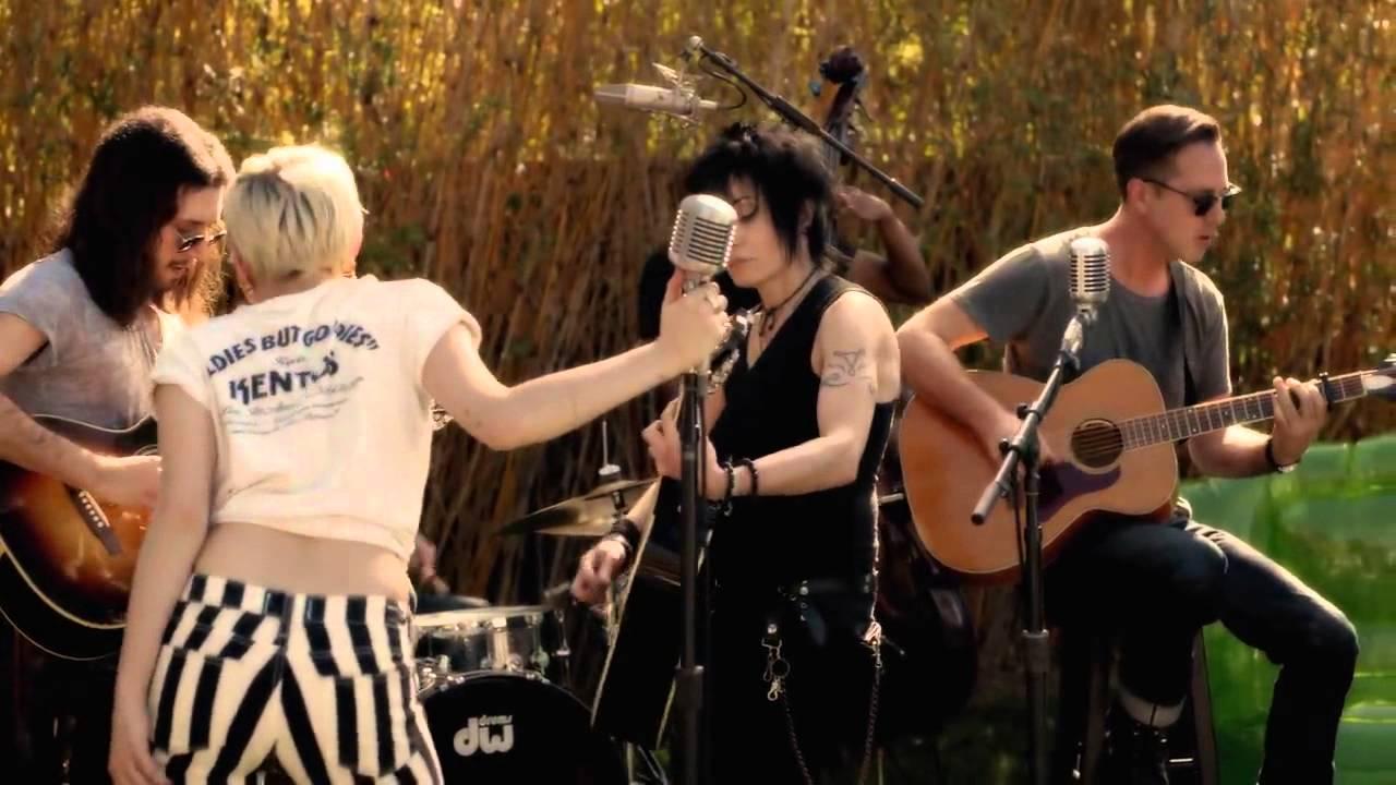 Miley Cyrus feat Joan Jett - Different ( The Backyard ...