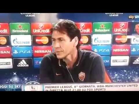 Rudi Garcia scatta foto in conferenza stampa