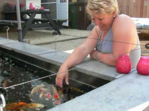 Film vijver bouwen youtube for Zelf zwembad bouwen betonblokken