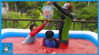 대형 액체괴물 수영장 속에서 개구리알 샤워! 슬라임베프 겔리베프 워터파크 만들기 ♡ 어린이 물놀이 Giant Slime Pool Fun | 말이야와친구들 MariAndFriends