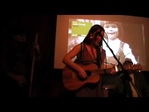 """Wie Ein Kleiner Vogel"" by Jackie O'Grady live at Fnac AlgarveShopping.MP4"