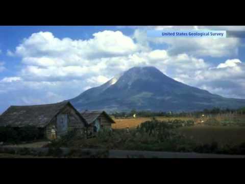 Indonesia Volcano Explosion Mount Sinabung Puts 3,300 People In Danger!!