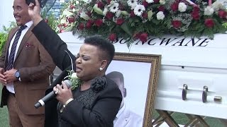 PURE EMOTION! Watch Rebecca Malope's heart-wrenching tribute in front of Sfiso Ncwane's coffin