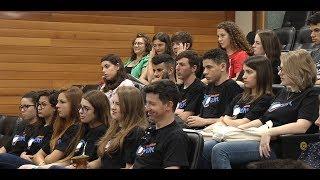 Estudantes do Parlamento Jovem participam de roda de conversa
