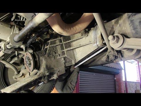 Замена правого привода в сборе на Chevrolet Niva 4х4 Шевроле Нива 2005 года  1часть