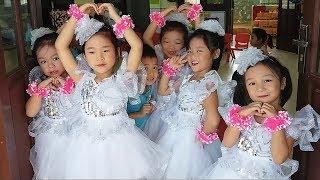 Gia Linh Được Trang Điểm và Mặc Váy Đẹp Để Biểu Diễn Văn Nghệ Ngày Khai Giảng