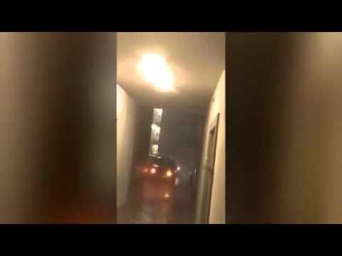 شاهد :طالب يتحدى البرق بمقلاة مطبخ
