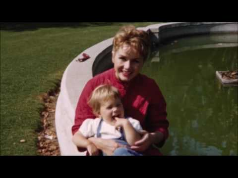 """Debbie Reynolds and Carrie Fisher sing """"You Made Me"""" Live"""